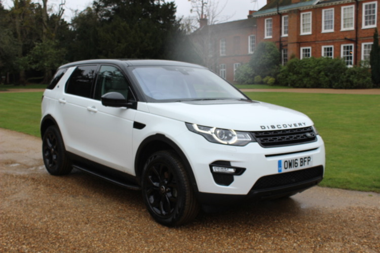 Land Rover Discovery Sport HSE 4x4<br />2016 White 4X4 UNDER OFFER
