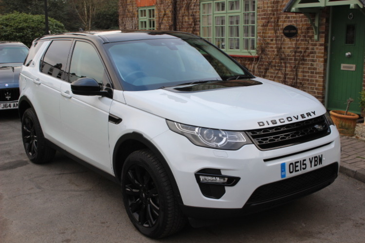 Land Rover Discovery Sport HSE Lux<br />2015 Metallic White 4X4 £32,975