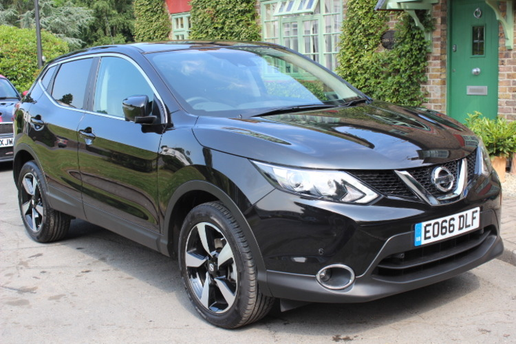 Nissan Qashqai N-Connecta<br />2016 Metallic Black Hatchback £16,250
