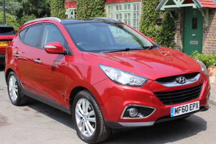 Hyundai IX35 Premium <br />2010 Red Hatchback £7,600